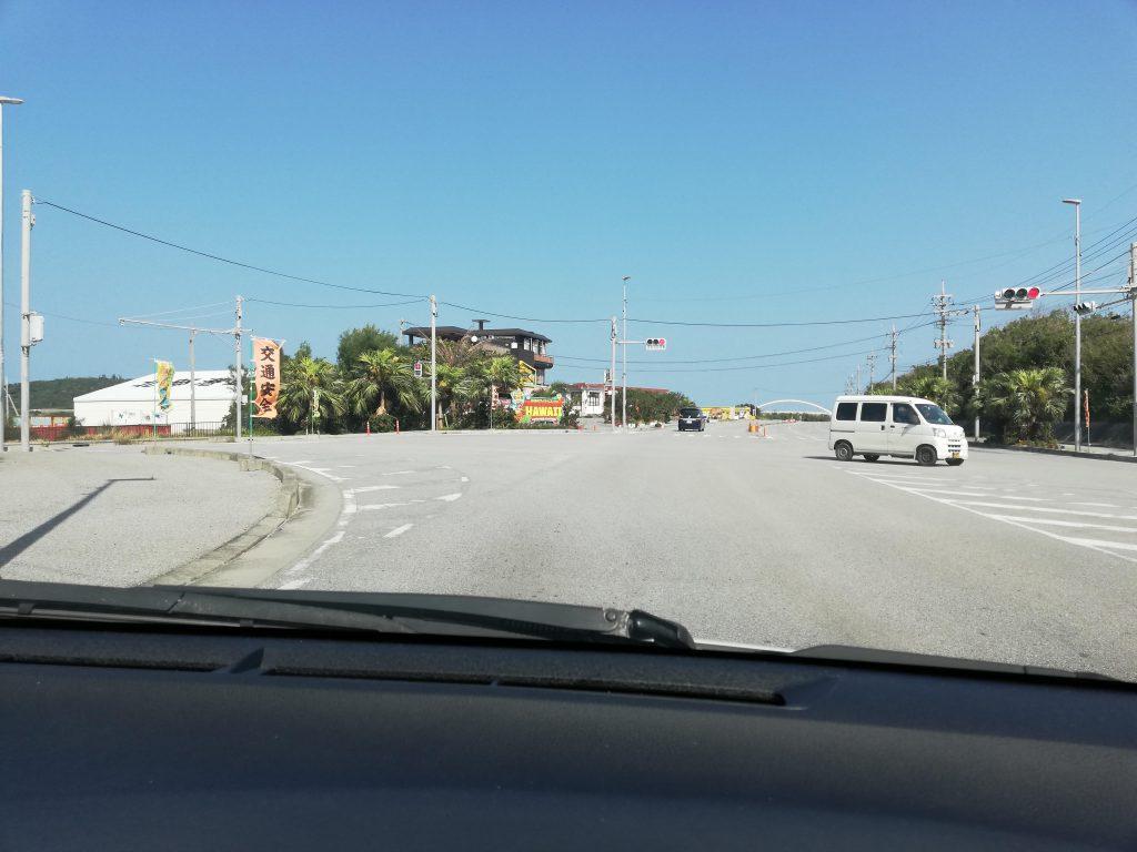 沖縄の道路 まろやまさん